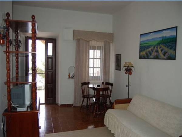 Apartament cu 2 dormitoare cu balcon (Two-Bedroom Apartment with Balcony)
