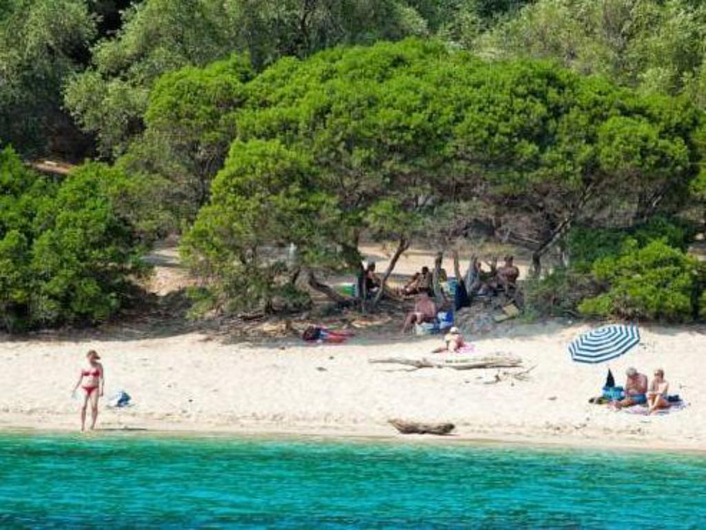 Beach Enjoy Lichnos Bay Village, Camping, Hotel and Apartments