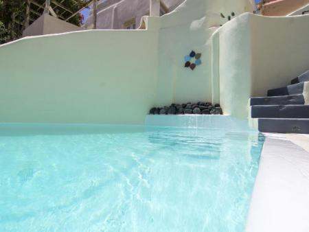 Swimming pool Timedrops Santorini Hotel