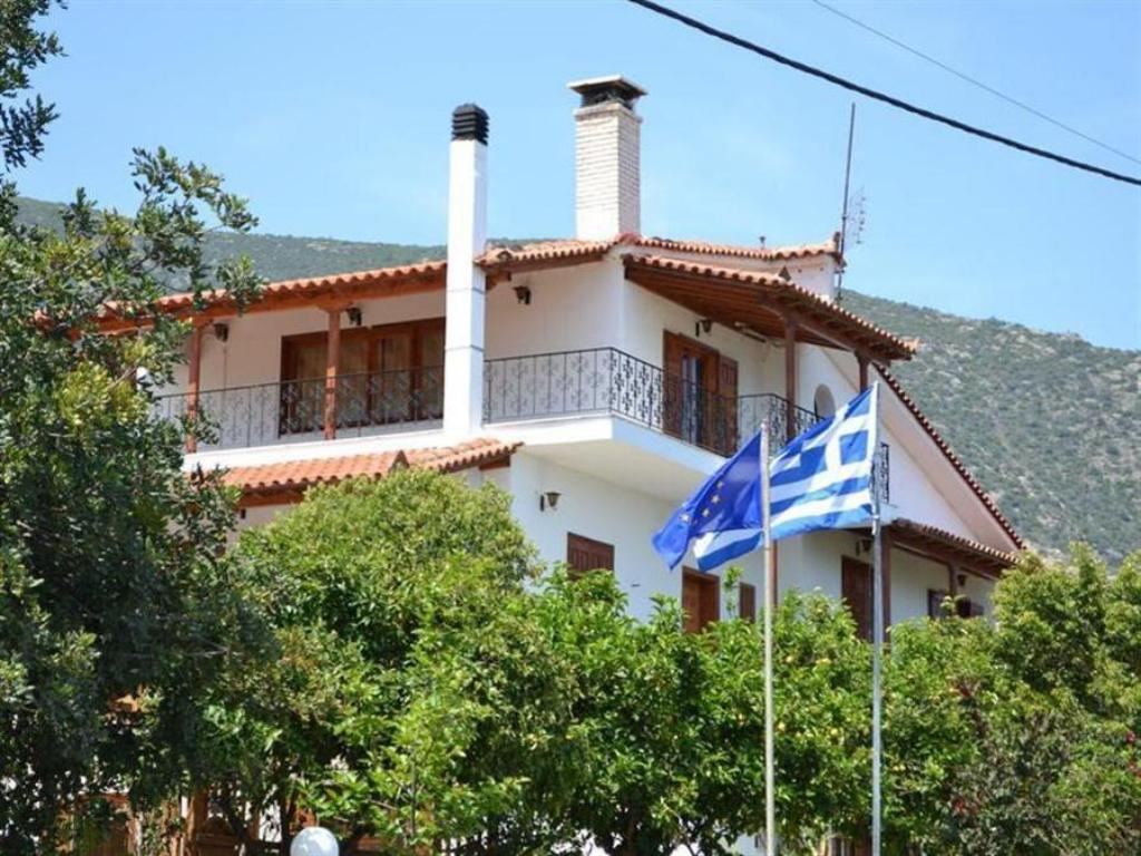 More about Dimitras House