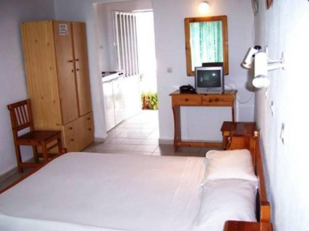 Studio (2 Adults) - Guestroom Pension Zoi