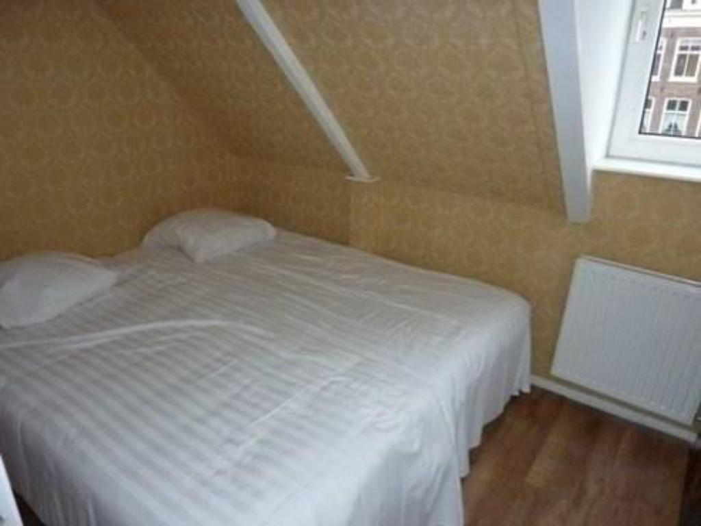 Double Room with Shared Bathroom Vondelpark Bed & Breakfast