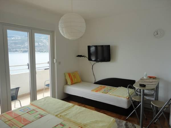 Studio with Balcony and Sea View (2 Adults + 1 Child)