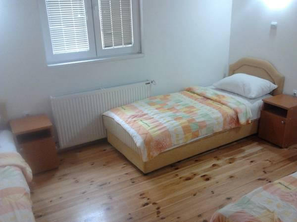 One-Bedroom Apartment with Sofa Bed (5 Adults)