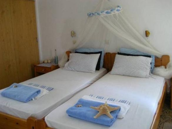Bett in 3-Bett Frauen Schlafsaal (Bed in 3-Bed Female Dormitory Room)