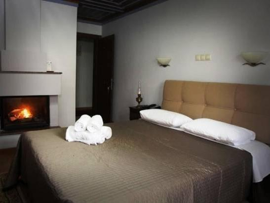 Doppelzimmer mit Kamin (Double Room with Fireplace)