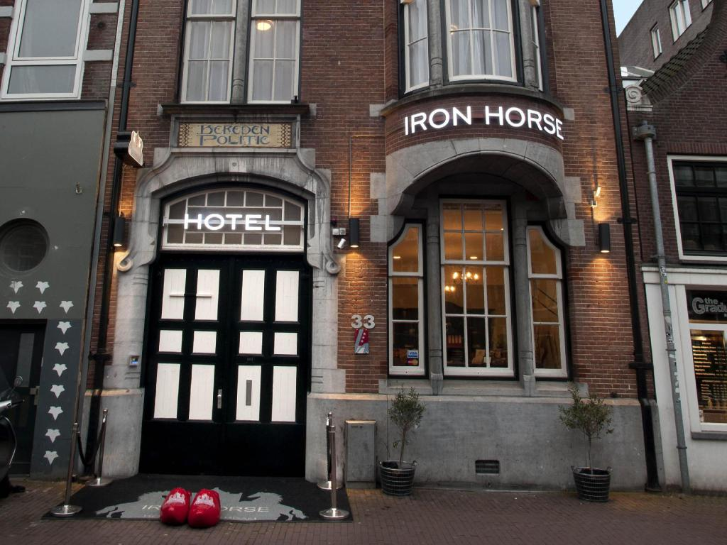Hotel iron horse in amsterdam room deals photos reviews for Good friday hotel deals
