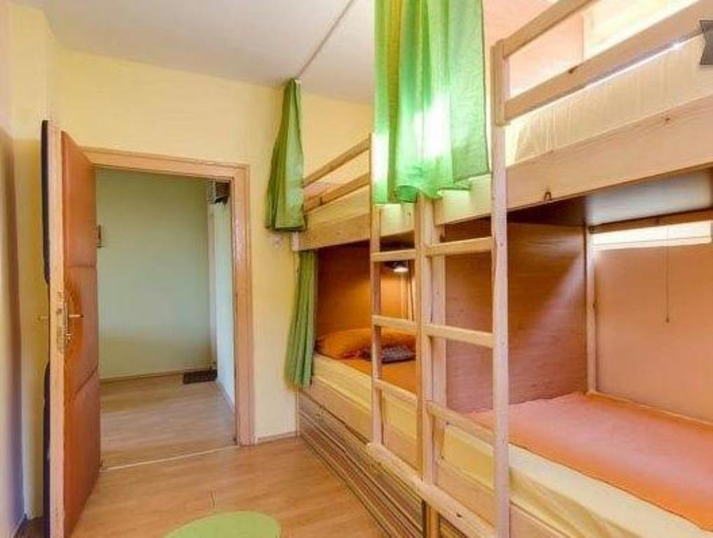 Single Bed in 4-Bed Dormitory Room Shanti Hostel 2