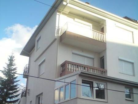 Apartament standard cu 2 dormitoare şi balcon (Standard Two-Bedroom Apartment with Balcony)