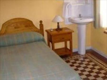 Single Room with Shared Bathroom Funky Meridiano