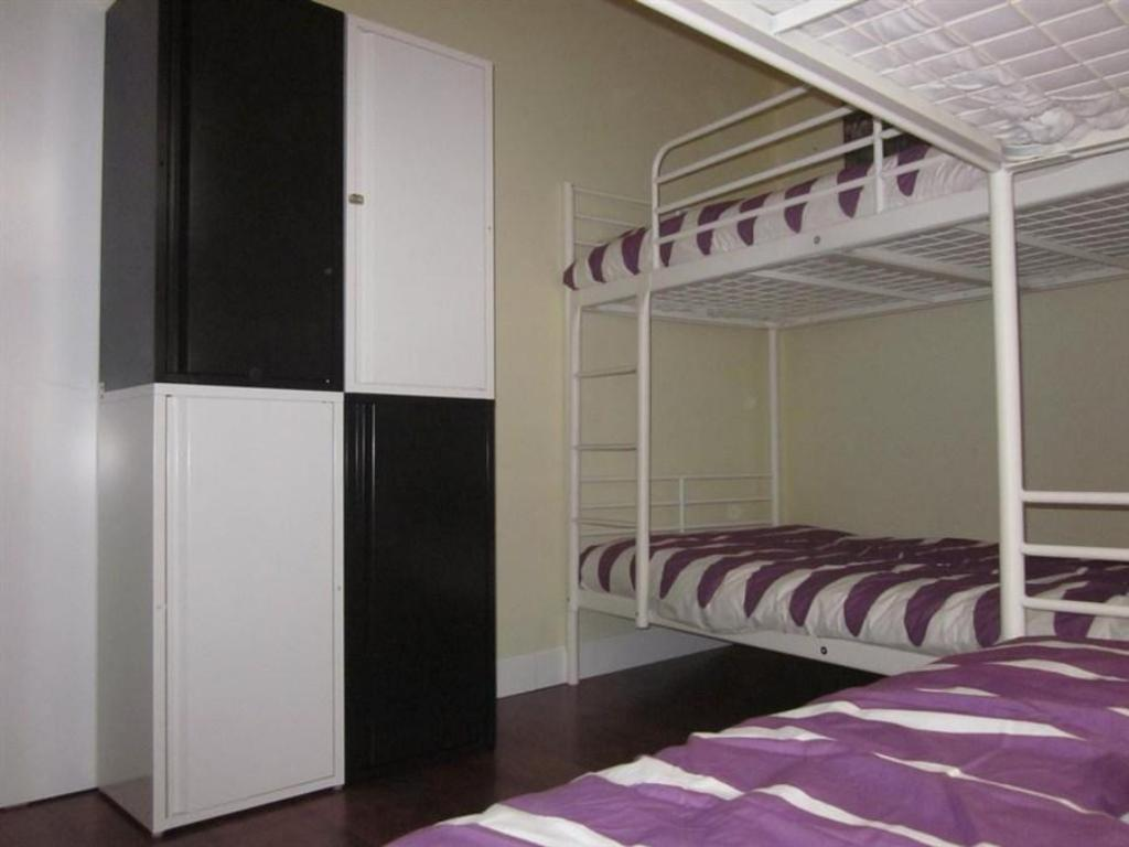 Bed in 4-Bed Mixed Dormitory Room - Bed Cathedral House Sevilla