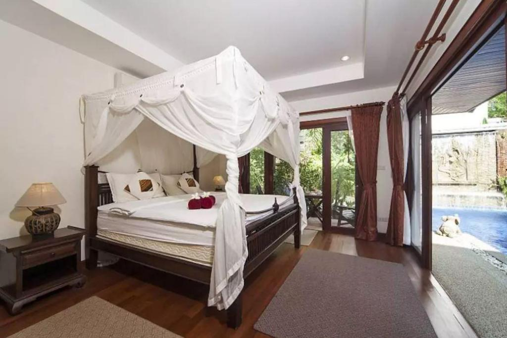Private Villa - Bed Villa Fantasea 4 Bedroom Balinese Pool Villa