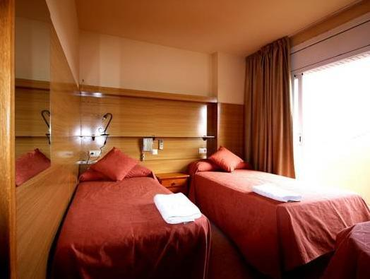 Quarto Duplo ou Twin com Casa de Banho Privada (Double or Twin Room with Private Bathroom)