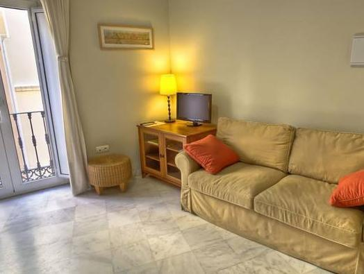Studio (3 odrasli) (Studio (3 Adults))