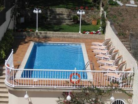 One-Bedroom Apartment with Pool View (2 Adults)