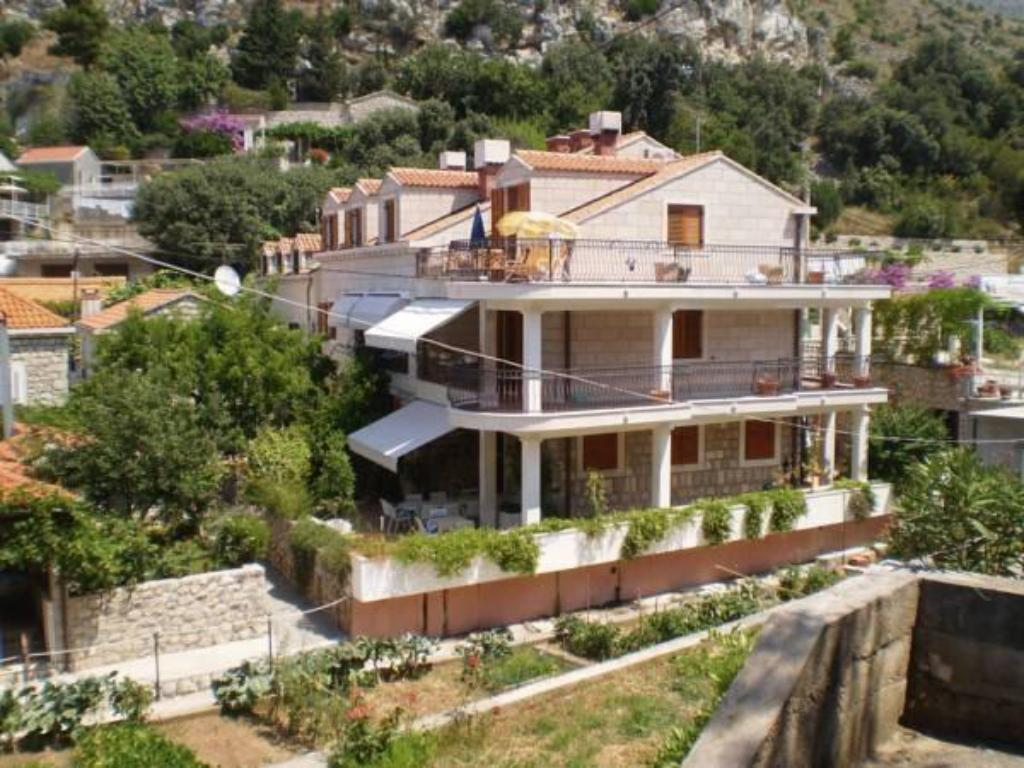 More about Villa Ana