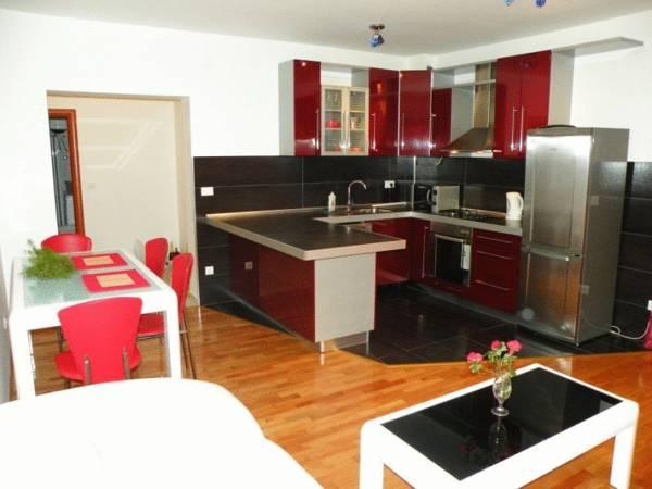 Apartman s 2 spavaće sobe i terasom (Two-Bedroom Apartment with Terrace)