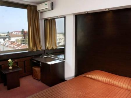Double Room with Free Parking Madara Hotel