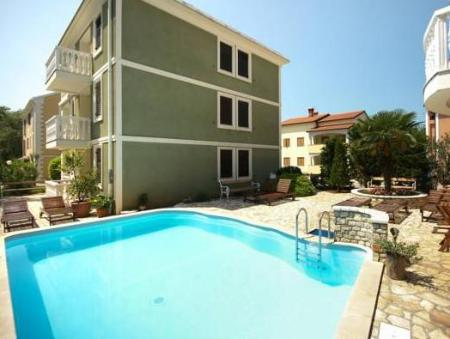 Piscina Apartments and Rooms Degra