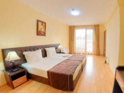 Apartamento com 3 Quartos (Three-Bedroom Apartment)
