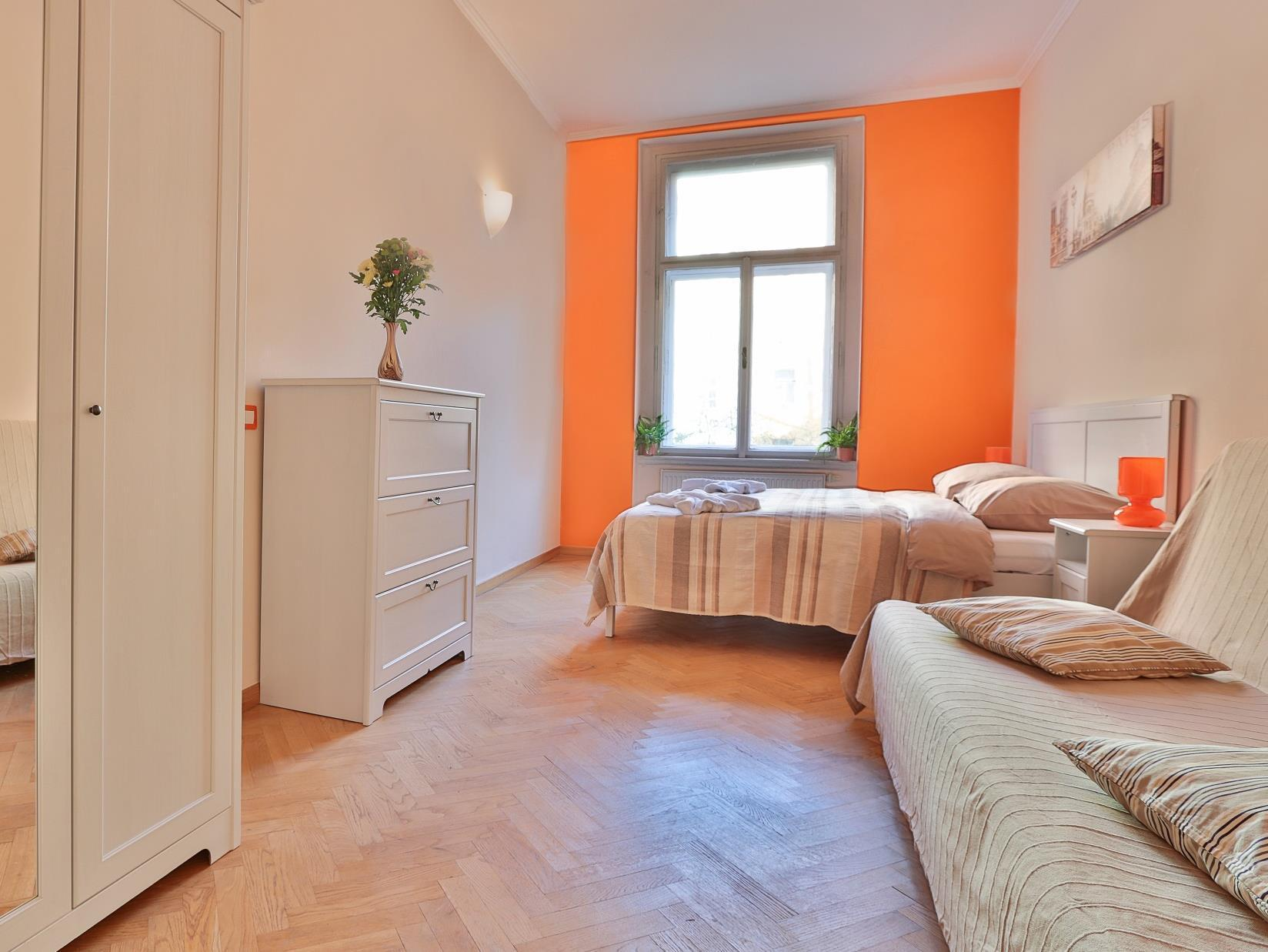 Apartament (8 adulţi) (Apartment (8 Adults))