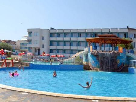 Swimming pool Perla Beach Hotel III