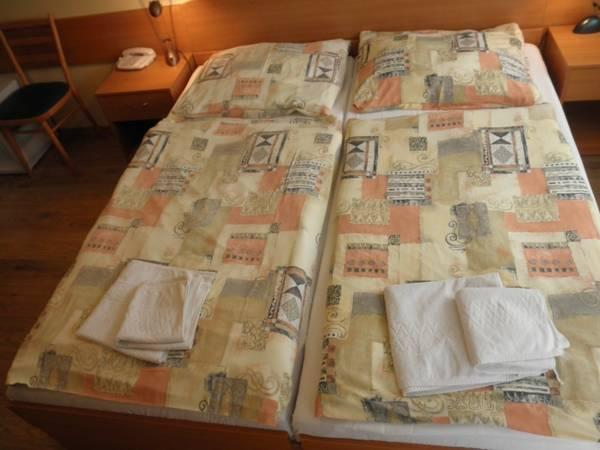 Doppia con Letto Extra (Double Room with Extra Bed)