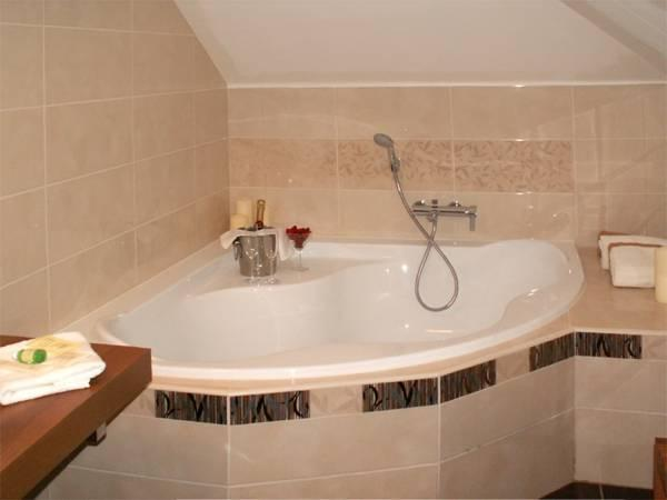 Double Room with Corner Bath