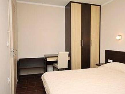 Soba s francosko posteljo in balkonom (Double Room with Balcony)