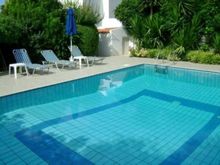 Swimming pool Rododafni Villas