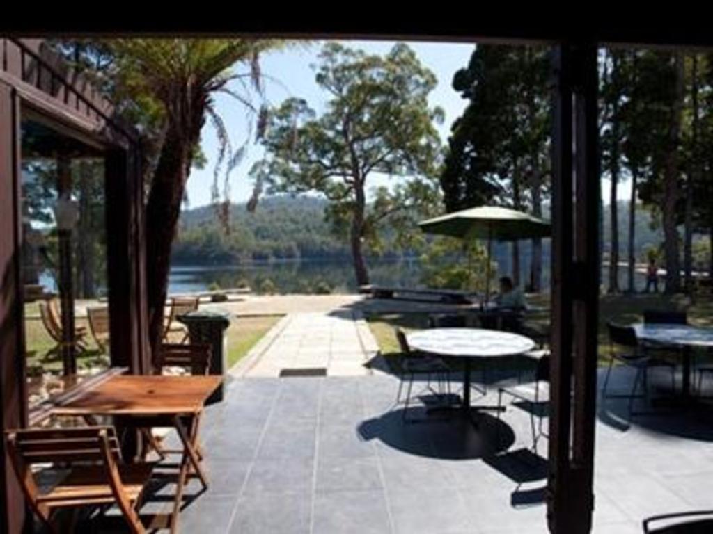 best price on tullah lakeside lodge in tullah reviews. Black Bedroom Furniture Sets. Home Design Ideas