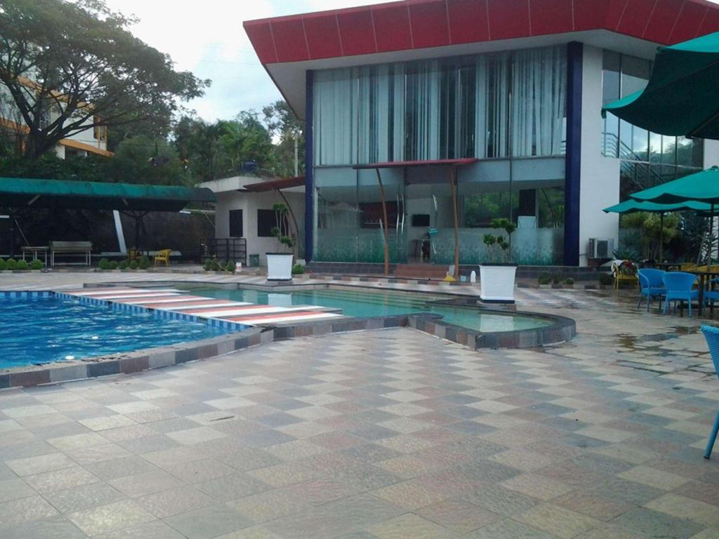 The Jhon S Cianjur Aquatic Resort In Puncak Room Deals