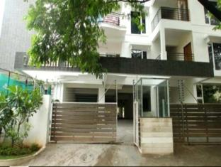 Falcons Nest-Gachibowli Apartment