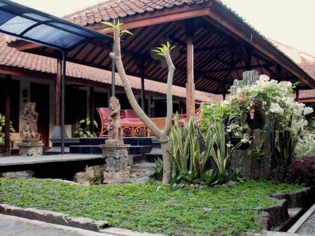 More about Hotel Ratih
