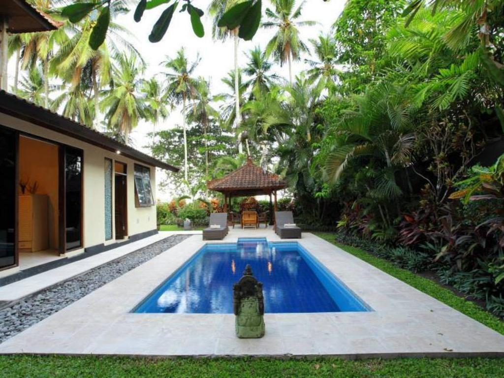 Swimming pool Villa Matanai ll
