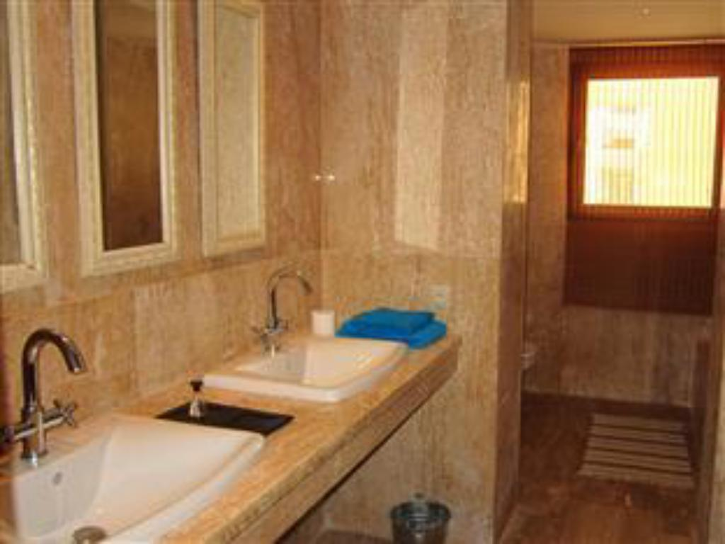 2 Bedroom Apartment - Bathroom Atlantic Magna Hotel