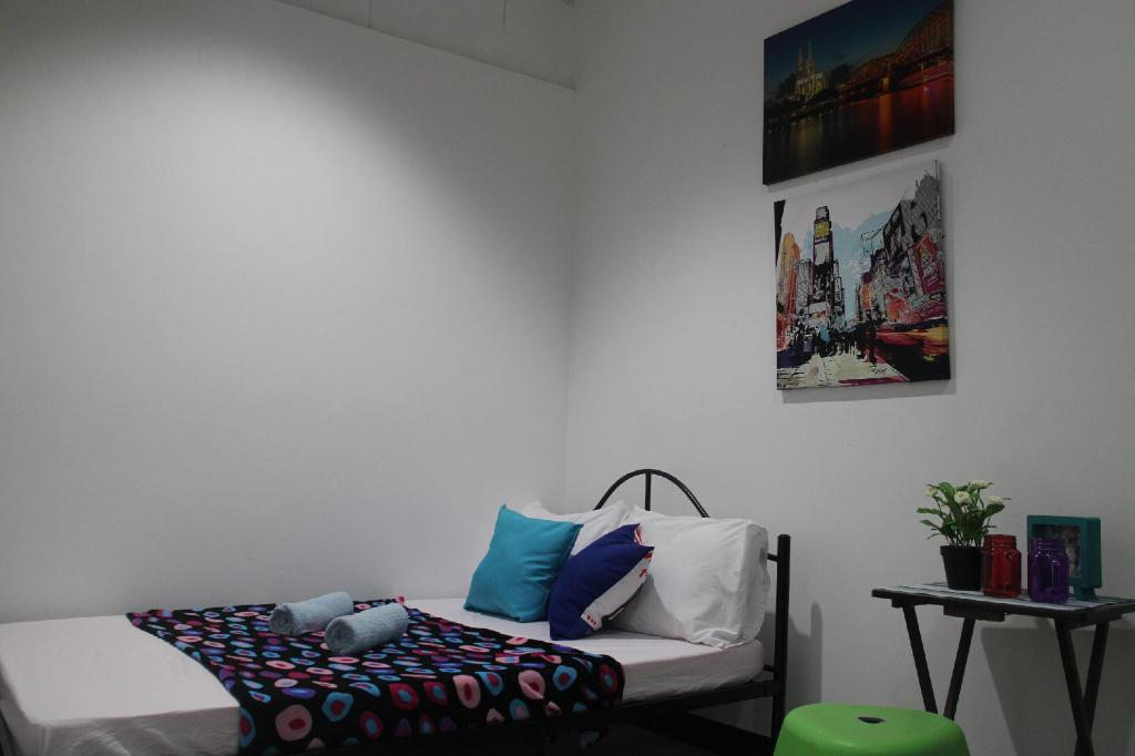 Private Room for 2 - Bed Cebu Budgetel - IT Park City Center
