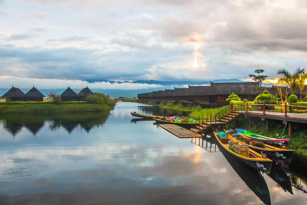 Pristine Lotus Resort - Inle