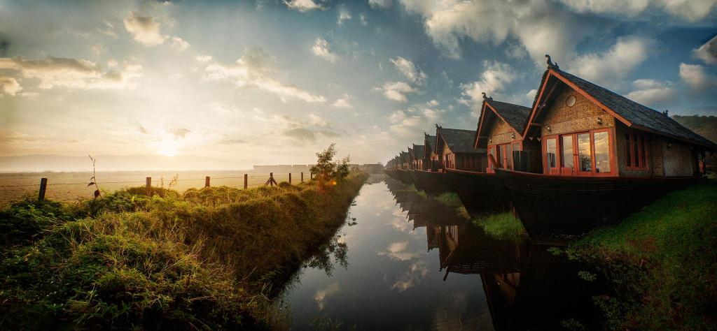 Floating Cottages - Exterior view Pristine Lotus Resort - Inle