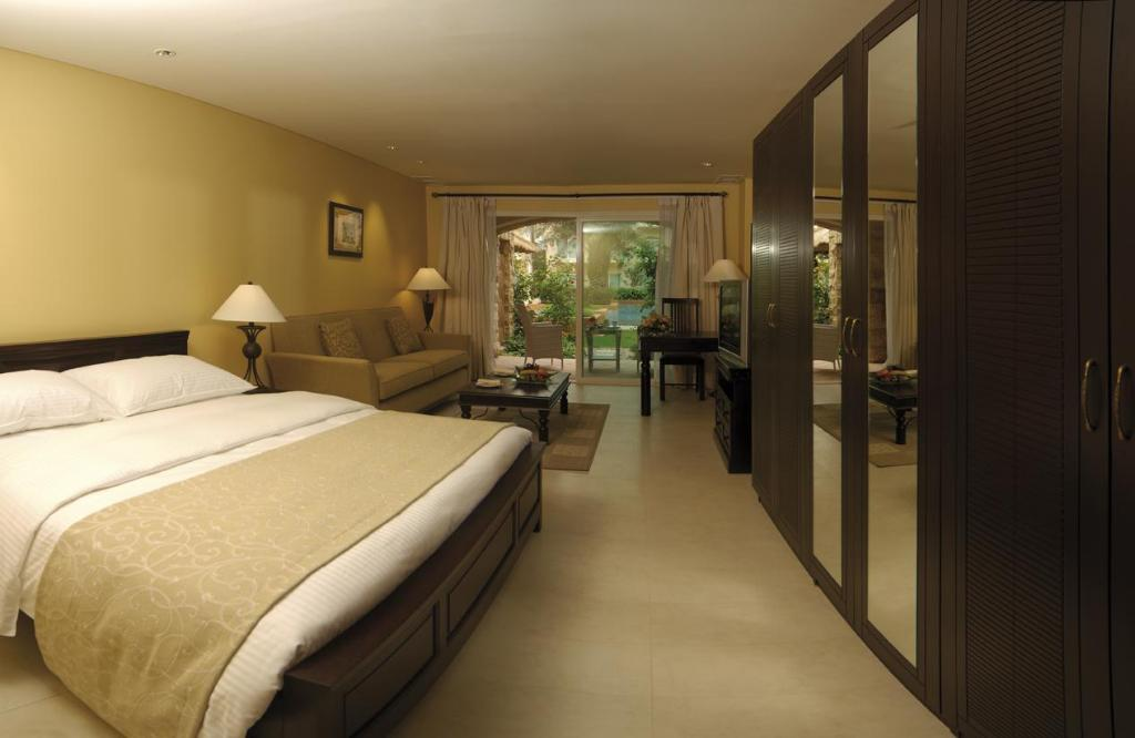 Superior Kingsize kamer - Bed Movenpick Hotel & Resort Al Bida'a Kuwait
