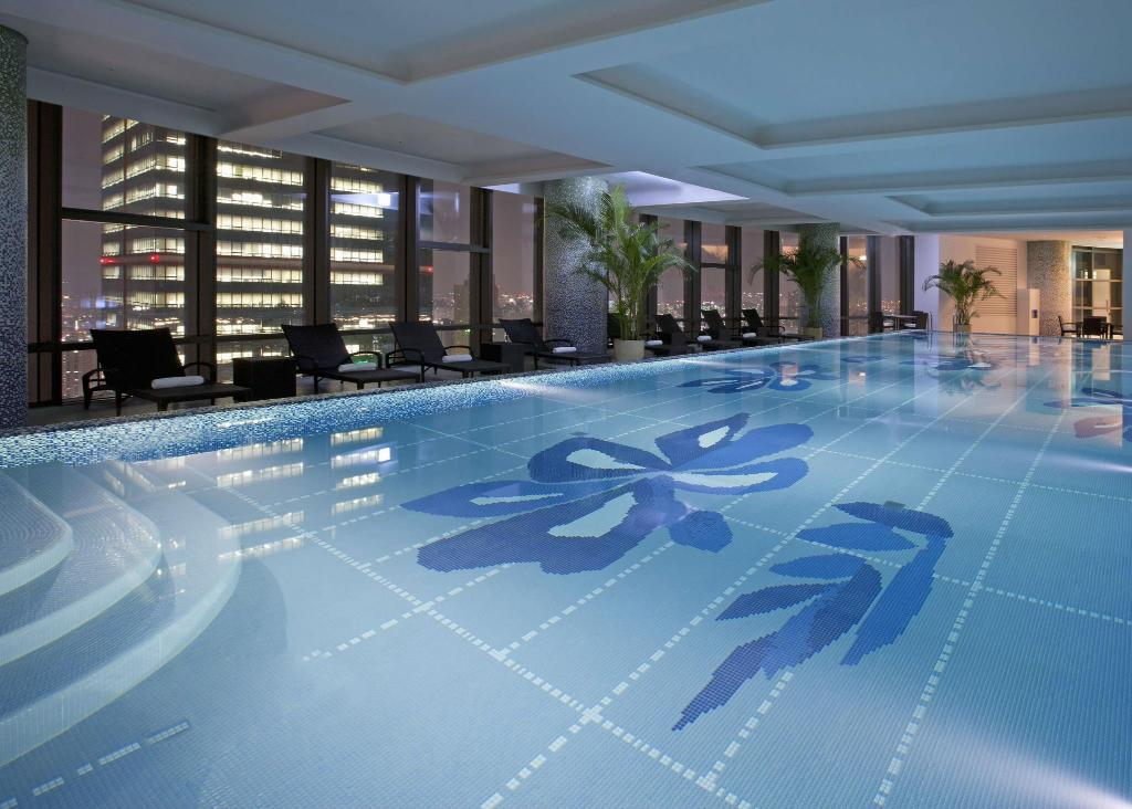 Swimming pool Sheraton Seoul D Cube City Hotel