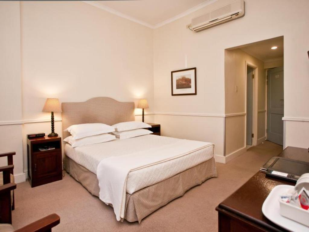 Standard Double Room - Guestroom Queens Hotel