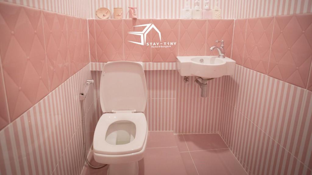 Bathroom STAY TiNY Home Bangkok Pink Room
