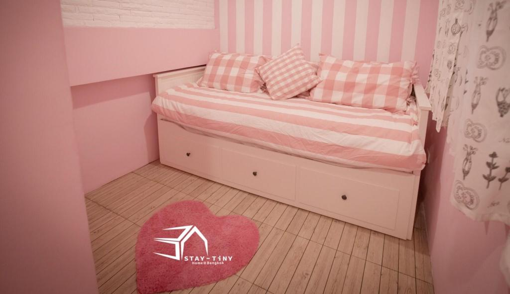 Bed STAY TiNY Home Bangkok Pink Room