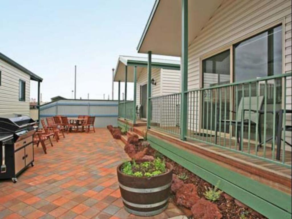 قياسي وارنامبول هوليداي فيليدج (Warrnambool Holiday Village)
