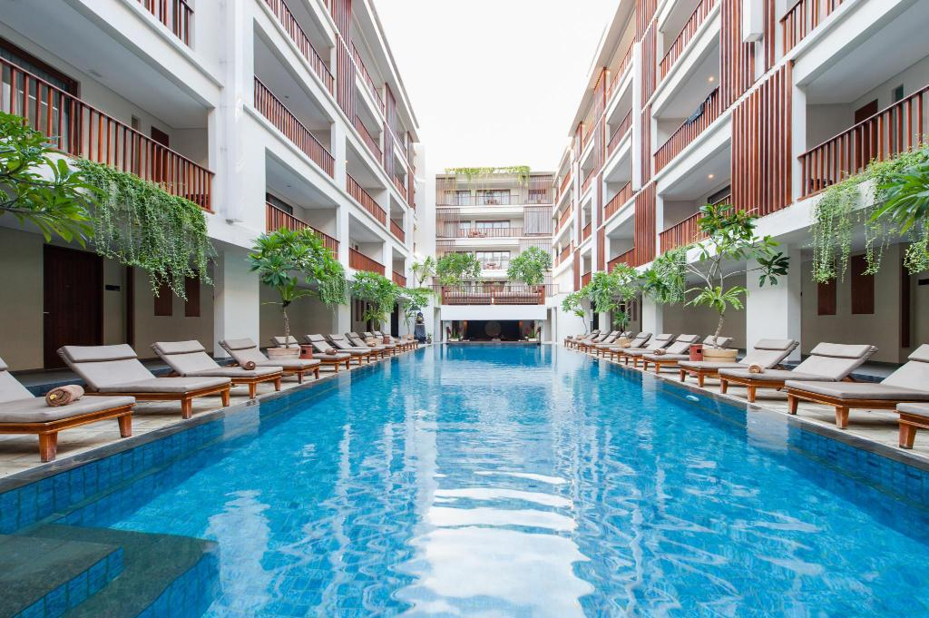 udendørs pool The Magani Hotel and Spa