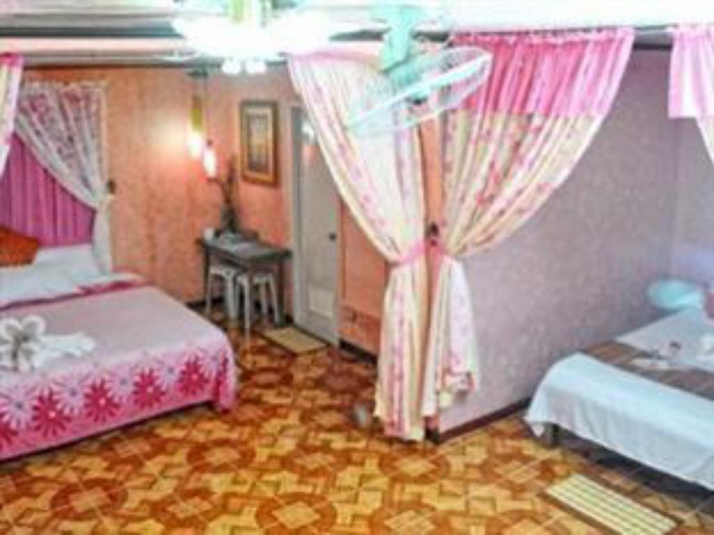 Family Room (maximum of 5 persons) - Guestroom