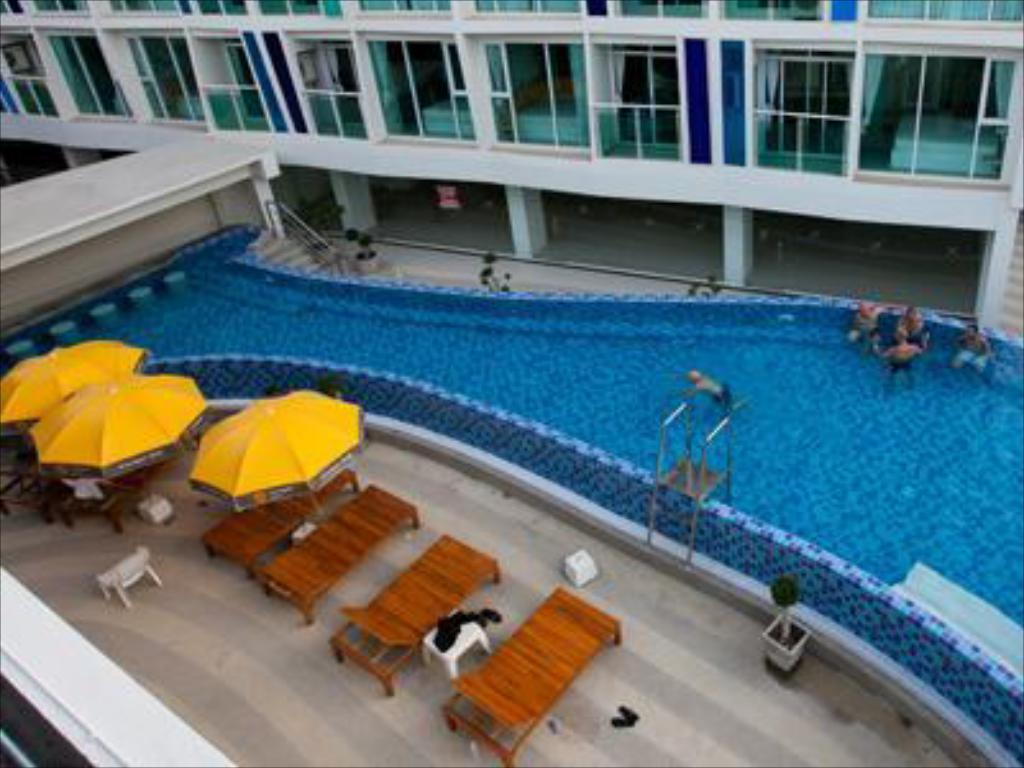 Swimming pool [outdoor] R-Con Blue Ocean Hotel