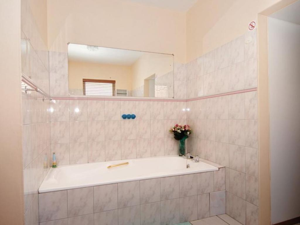 Bathroom Strandfontein Accommodation
