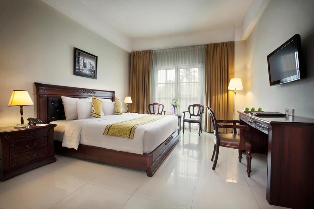 Deluxe Room with Pool View The Rich Jogja Hotel